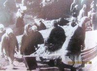 Возведение заградительных укреплений на подступах к городу. Зима 1942г.